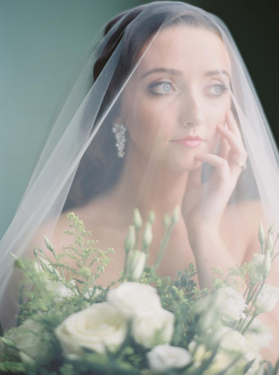 Bride with veil and white bridal bouquet